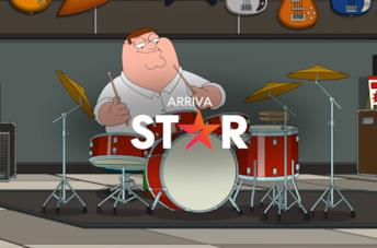 Peter Griffin suona la batteria in un episodio de I Griffin; in primo piano il logo di STAR