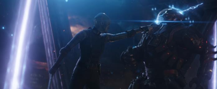 Nebula affronta un nemico non specificato in Avengers: Endgame