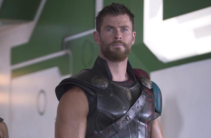 Thor con i capelli corti