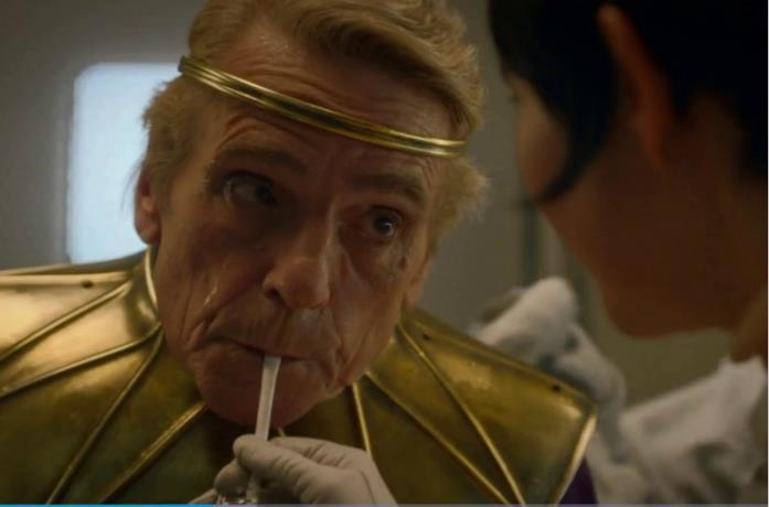 Un'immagine di Jeremy Irons nei panni di Adrian Veidt