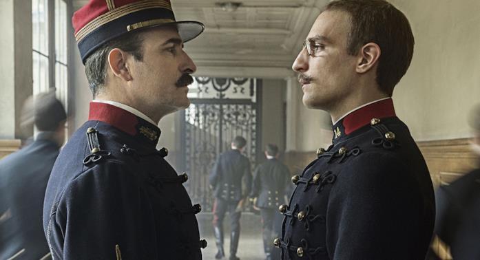 Un'immagine con i protagonisti di L'ufficiale e la spia, film di Roman Polanski