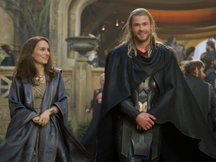 Una foto promozionale di Natalie Portman e Chris Hemsworth in Thor 2