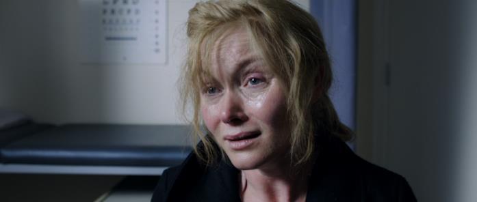 Amelia, disperata, prega il dottore di Samuel di prescrivergli dei sonniferi