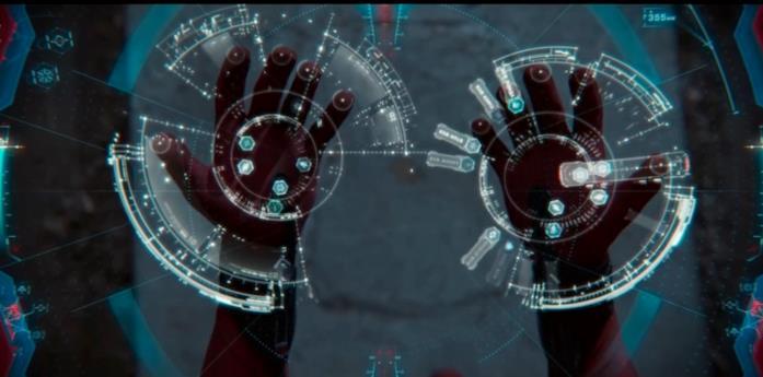 Le mani di Spider-Man si connettono a Karen