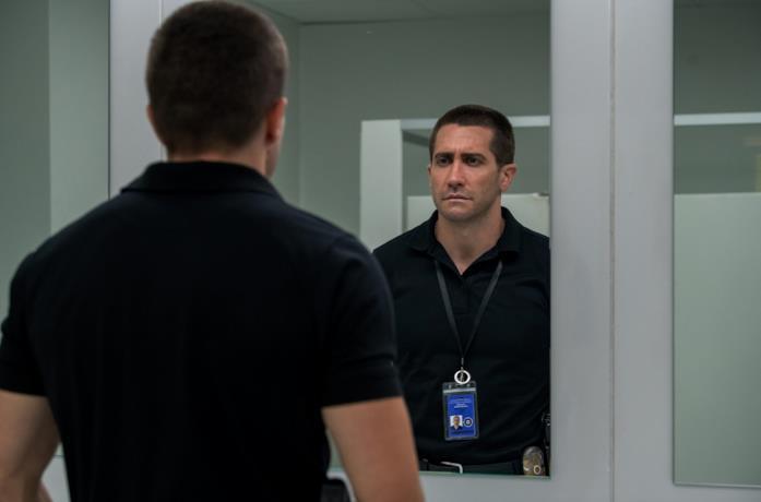 Jake Gyllenhaal in una scena del film The Guilty