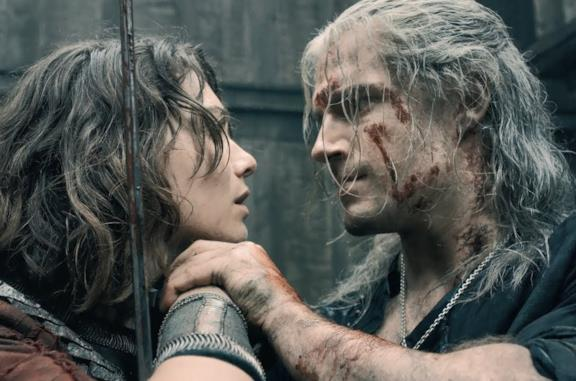 Geralt e Renfri nel primo episodio di The Witcher