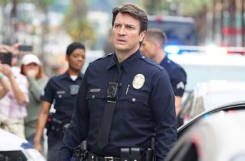 Nathan Fillion è John Nolan in una scena di The Rookie