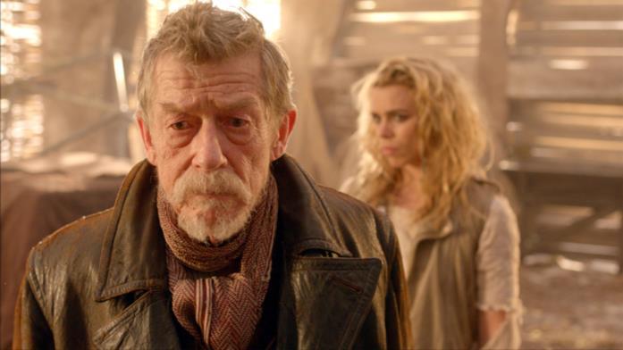 John Hurt nel ruolo del War Doctor insieme a Billie Piper (Rose)