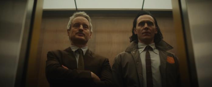 Da sinistra, Mobius (Owen Wilson) e Loki (Tom Hiddleston) in una scena di Loki