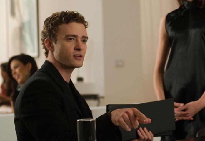 Sean Parker (Justin Timberlake) ordina al ristorante in una scena del film