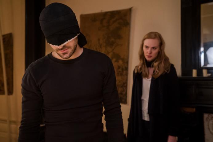 Charlie Cox (Daredevil) e Deborah Ann Woll (Karen)