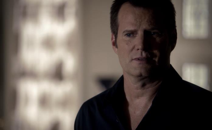 Bill Forbes è il padre di Caroline in The Vampire Diaries