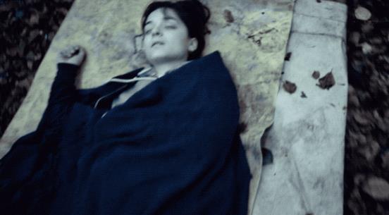 Beatrice, a terra e priva di vita, verso la fine della prima stagione di The Rain