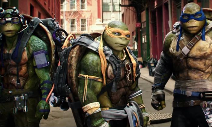 Donatello, Michelangelo e Leonardo in una sequenza del film del 2016