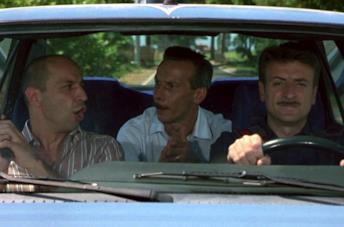 Giacomo e Giovanni, gli ostaggi di Bancomat, sono in auto insieme al criminale
