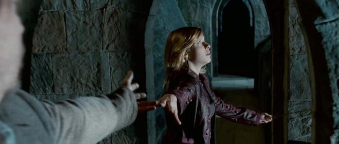 Tonks e Lupin si tengono per mano prima della Battaglia di Hogwarts