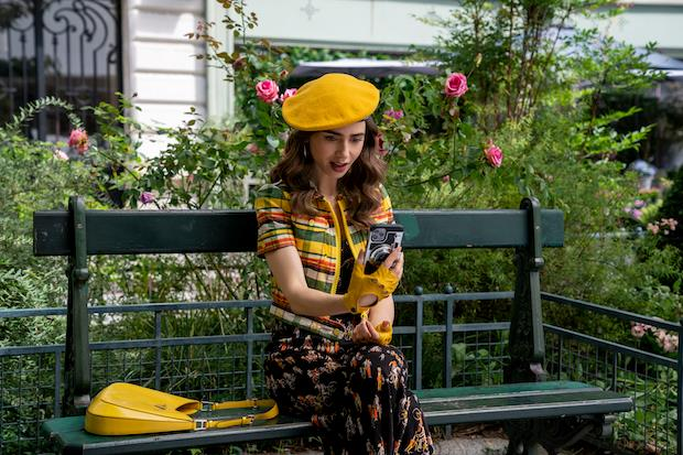 Lily Collins nel nono episodio della seconda stagione di Emily in Paris