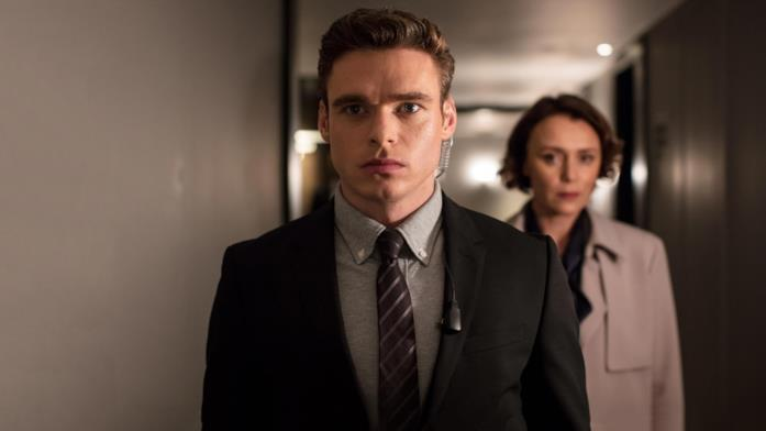Primo piano di Richard Madden e Keeley Hawes in Bodyguard