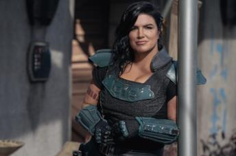 Gina Carano in una scena della serie TV The Mandalorian