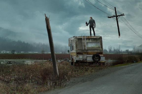 The Stand: trailer, trama e cast della serie con Whoopi Goldberg e Alexander Skarsgård