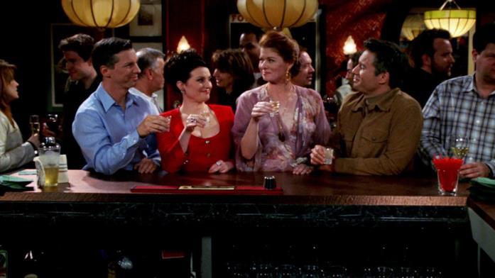 Il cast di Will & Grace al bar