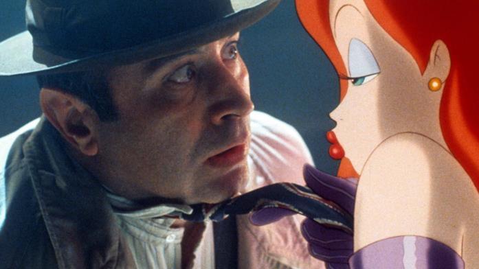 Jessica Rabbit si avvicina sensualmente al detective Valiant mentre canta Why don't you do right