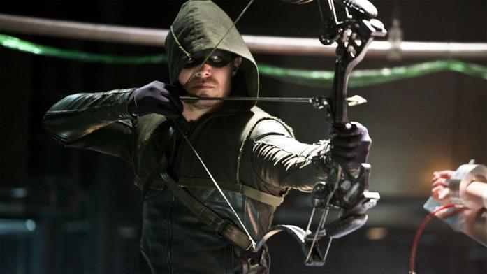 Stephen Amell nei panni di Arrow