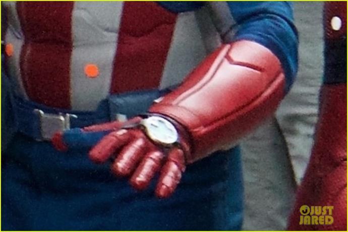 Strani dispositivi sul costume di Captain America sul set di Avengers 4