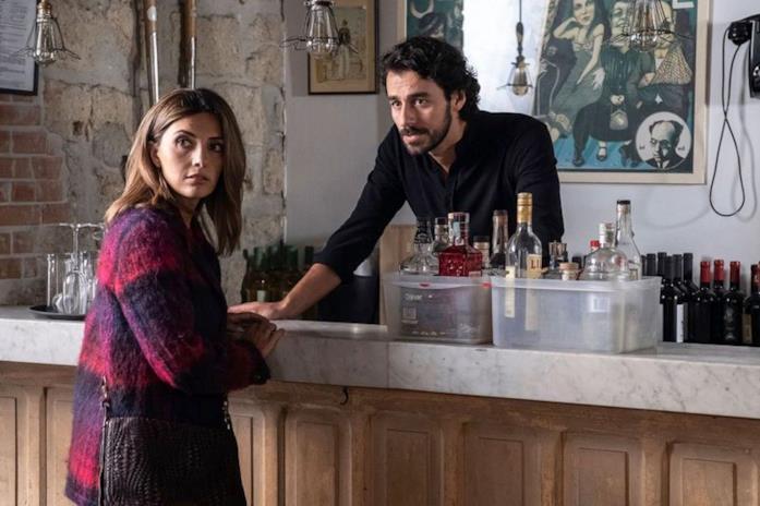 Una scena girata all'interno del bar di Chiaia scelto per Il Locale