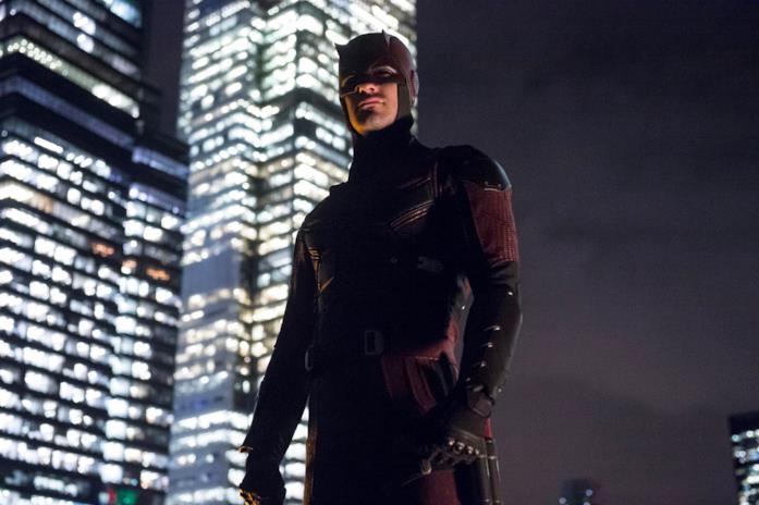 Charlie Cox nei panni di Daredevil nell'omonima serie