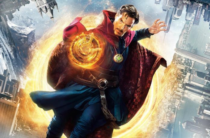 Un'immagine di Doctor Strange nel poster del film del 2016