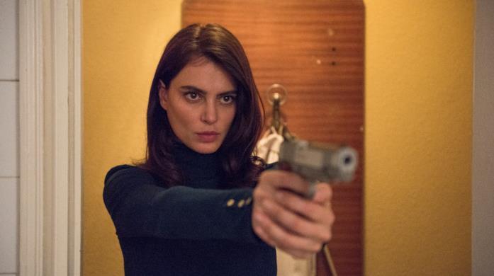 Gilda punta la pistola