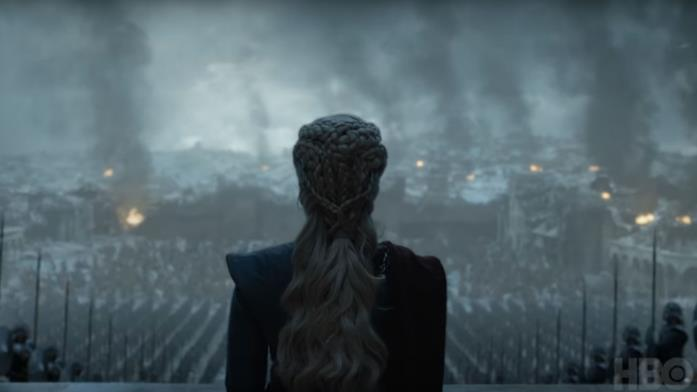 GoT 8x06: Daenerys Targaryen in mezzo alle sue truppe schierate