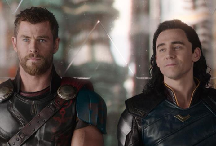 Chris Hemsworth e Tom hiddleston in Thor: Ragnarok