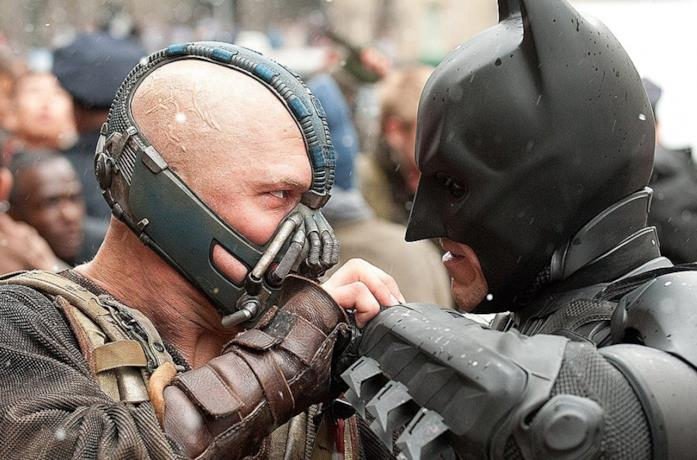 Batman contro Bane in un'immagine de Il Cavaliere Oscuro - Il Ritorno