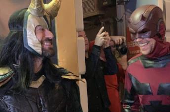 Foto di Charlie Cox e Tom Hiddleston agli Olivier Awards