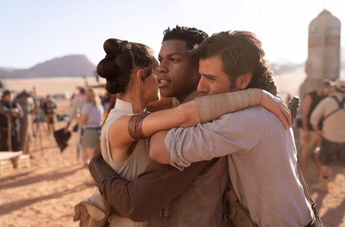 Daisy Ridley, John Boyega e Oscar Isaac sul set dil film L'ascesa di Skywalker