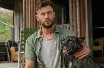 Chris Hemsworth in una scena di Tyler Rake