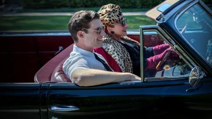 Un'immagine della serie Hollywood con Patti Lupone e David Corenswet