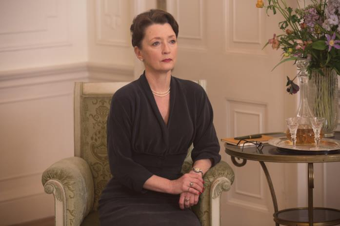 Lesley Manville nei panni di Cyril Woodcock
