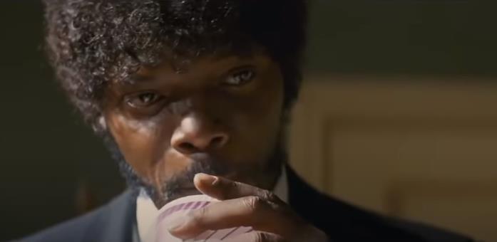 Primo piano di Jules Winnfield in Pulp Fiction (1994), interpretato da Samuel L. Jackson