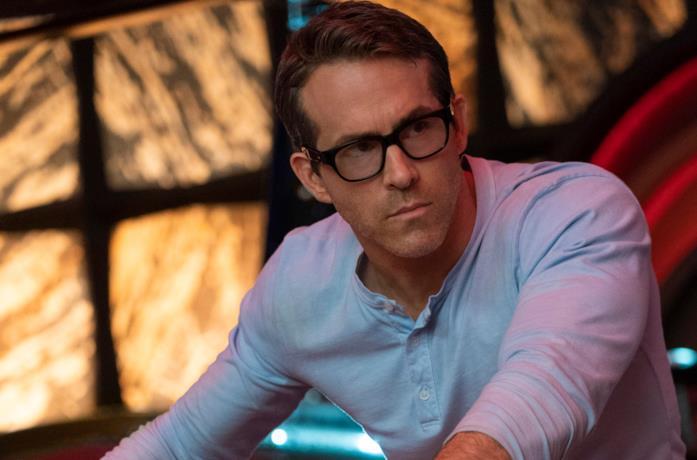 Reynolds con gli occhiali da sole in Free Guy