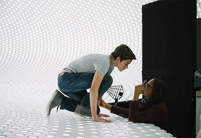 Levi Miller e Storm Reid in Nelle pieghe del tempo
