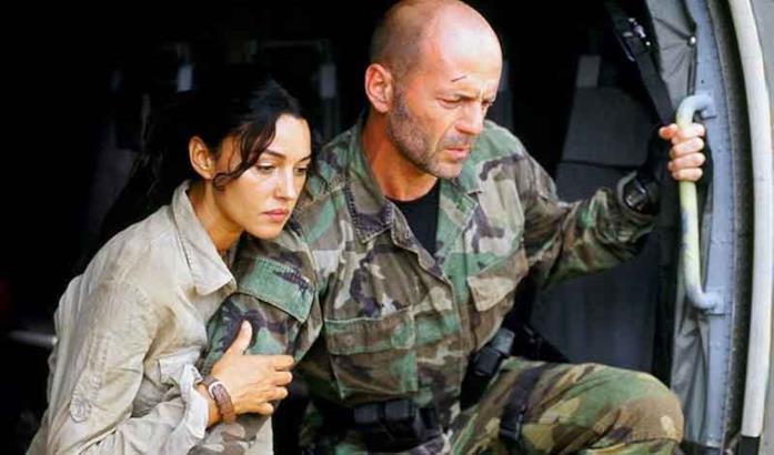 Monica Bellucci e Bruce Willis in L'ultima alba