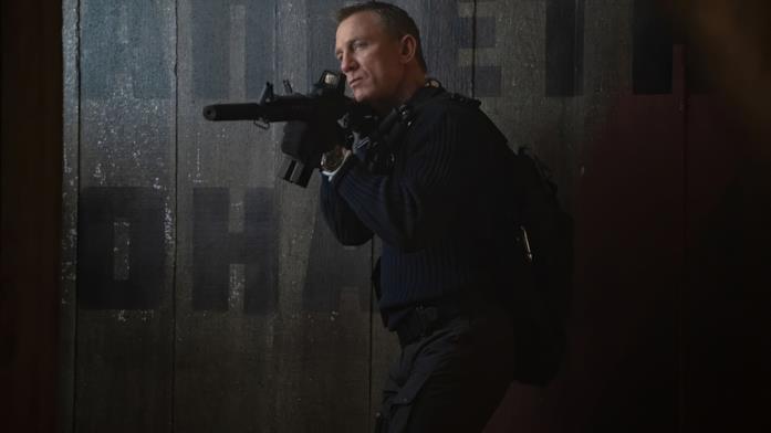 Daniel Craig armato in No Time to Die