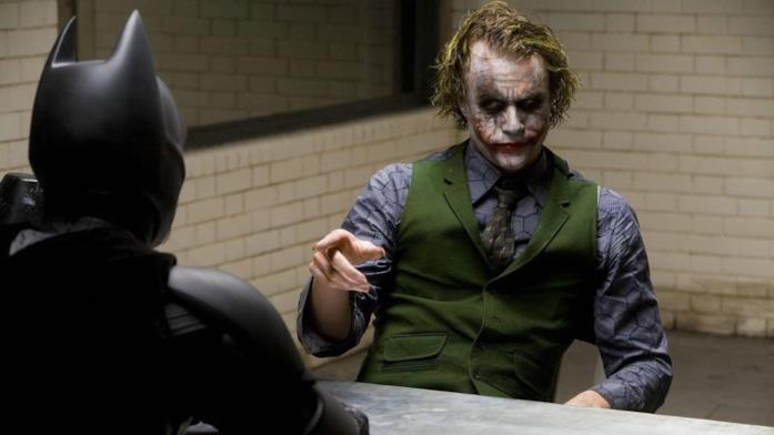Un'immagine di Joker e Batman di spalle