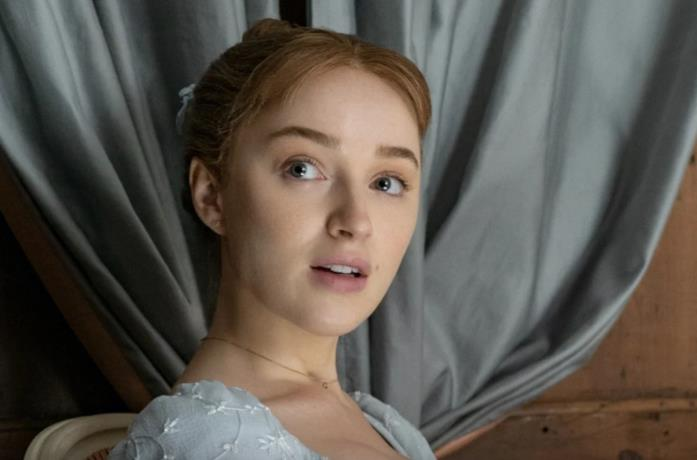 Un primo piano di Phoebe Dynevor in Bridgerton