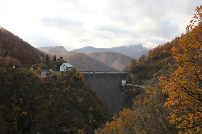 Un'immagine di parte della diga di Vaglio Sotto a Careggine