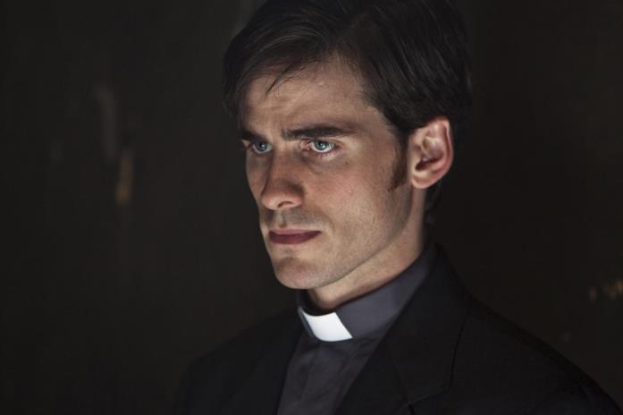 Colin O'Donoghue nelle vesti del seminarista e futuro prete Micheal