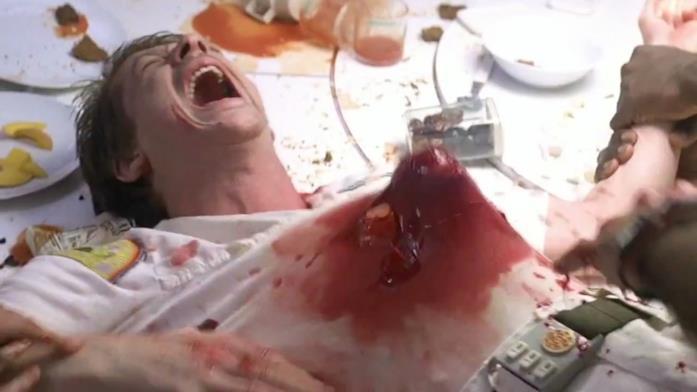 Kane è interpretato da John Hurt